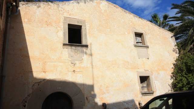 Old town house with historic character for restoration, in Santanyí, Mallorca.